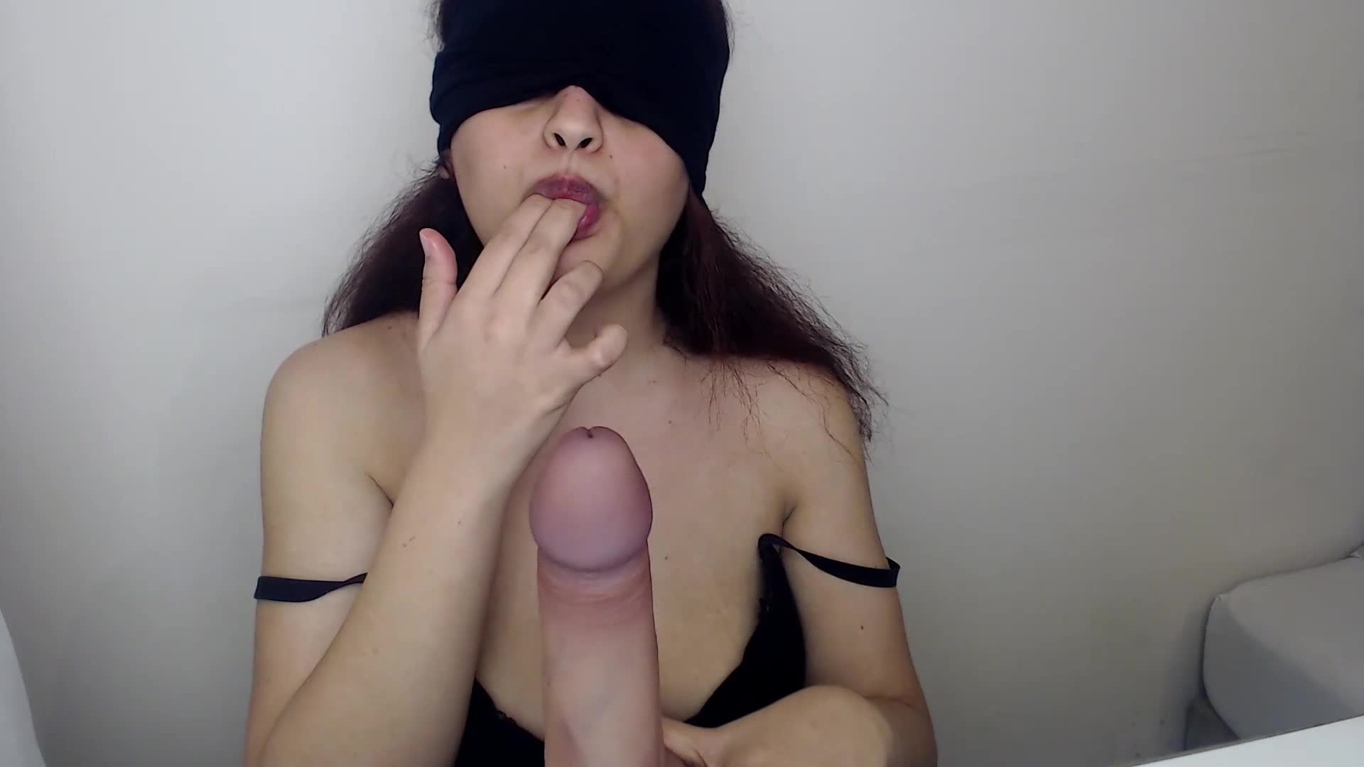SLOPPY BLOWJOB FROM BLINDFOLDED INDIAN COLLEGE STUDENT-56260013