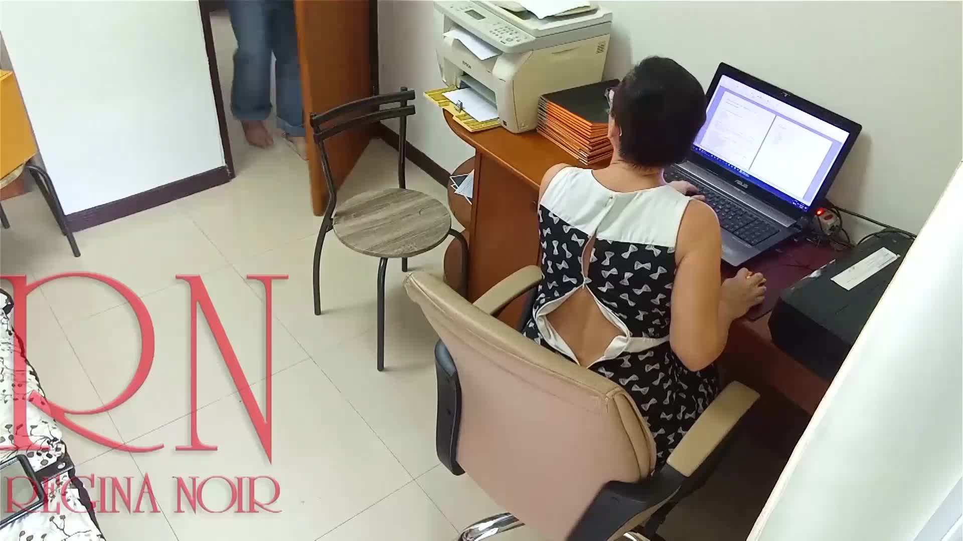 Lady boss and employee Pussy lick Do you want to be my employee The woman boss ordered the employee to make her cunnilingus Hidden camera in office-64107523
